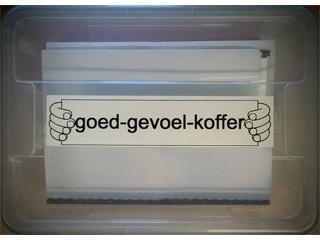 Doorzichtige koffer met teks 'Goed gevoel koffer'